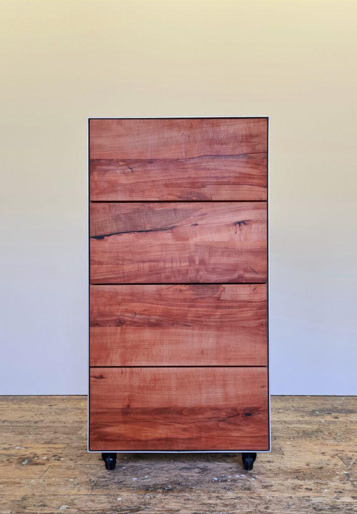 """Fotografie des Möbels """"SignatureBox"""" von Schreinerey"""